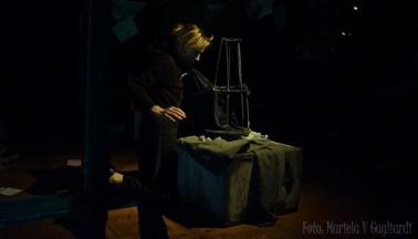 La muñeca en su jaula2