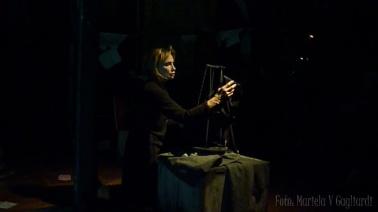 La muñeca en su jaula3